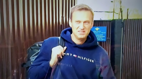 Откуда взялась «бутылка с «Новичком» в деле Навального: Постарались соратники?