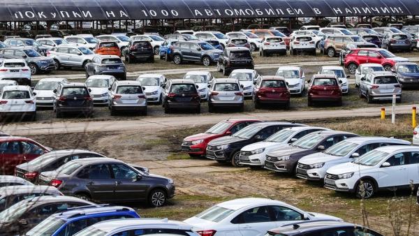 Минпромторг прогнозирует падение продаж автомобилей на треть по итогам года