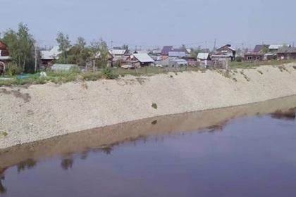 Российское село начало сползать собрыва вреку