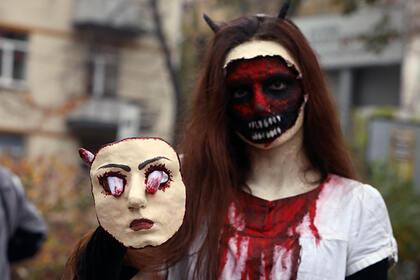 Празднующим Хэллоуин людям дали советы попрофилактике коронавируса