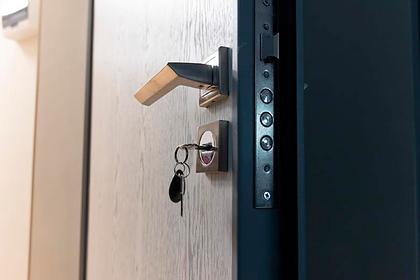 Россиянин украл дверь квартиры ради жены ипопал под суд