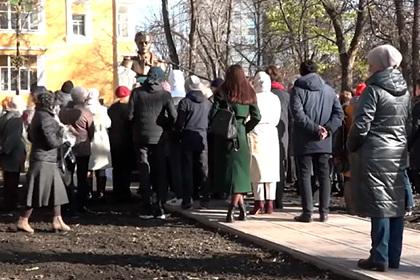 Российские скульпторы решили избавиться отошибки напамятнике Лермонтову
