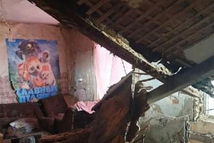 В российской квартире смалолетними детьми рухнул потолок
