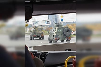 В Минск въехала бронетехника спулеметами