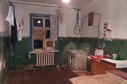 Ветеран войны вЧечне пожаловался наразрушающийся потолок иледяной туалет