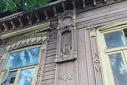 Жители российского города решили спасти дом убитого горем отца